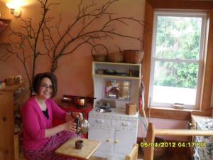 Jacqueline pouring tea